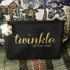 NWOT! Holiday Cosmetic Bag w/ snowflake zip pull🎄